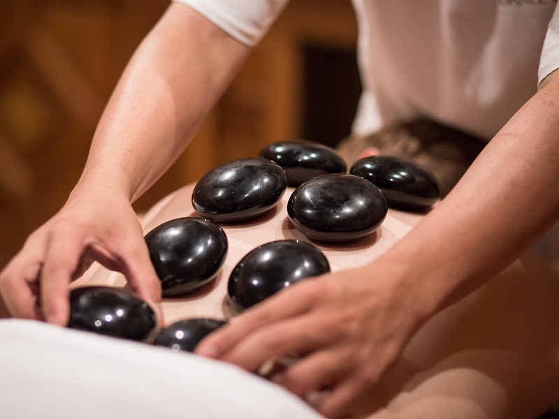 HOT STONE MASSAGE (90 MINS)